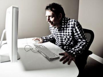Há três tipos de utilizadores que visitam a rua da luz vermelha da Internet
